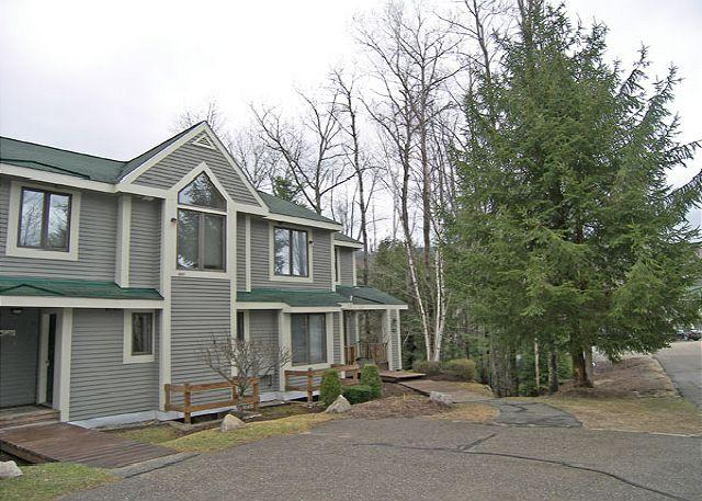Outside - F1805- Managed by Loon Reservation Service - NH Meals & Rooms Lic# 056365 - Lincoln - rentals