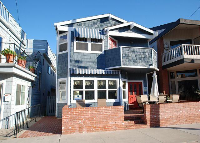 Fabulous two story single family home within walking distance of all the Balboa Pier and surrounding area has to offer. - Great Bayside 2 Story Single Family Home with Bay Views! Family Fun! (68105) - Balboa - rentals