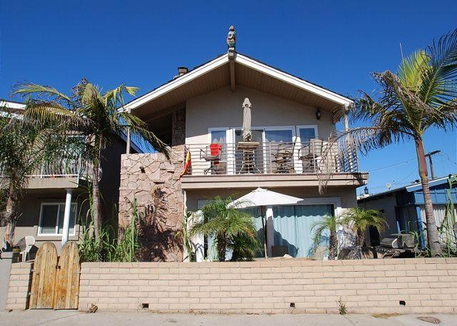 Cute 2 Bedroom Lower Unit, 3 Houses from the Sand! (68199) - Image 1 - Newport Beach - rentals