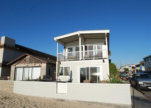 Right on the sand at 36th Street - Oceanfront Single Family Home! Spacious Patio! (68133) - Newport Beach - rentals