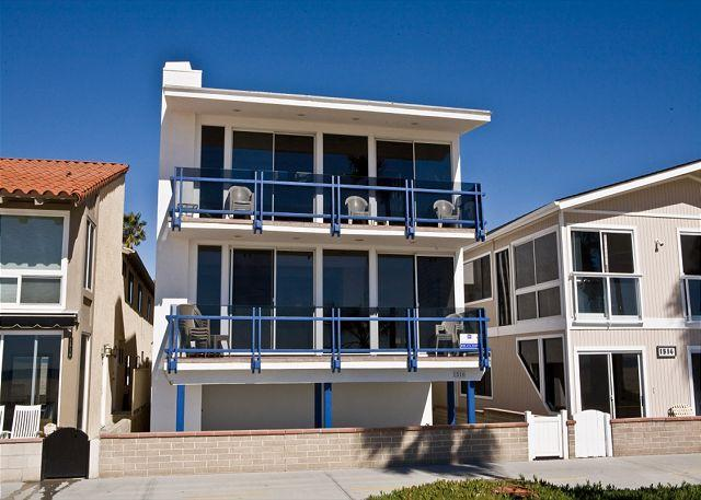Enjoy the Views at this Lower 3 Bedroom Oceanfront Condo! (68136) - Image 1 - Newport Beach - rentals