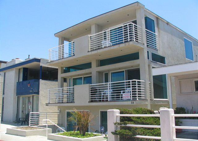 View of the property from 43rd Street - Spacious Condo 5th House from the Beach! Ocean Views! (68172) - Newport Beach - rentals