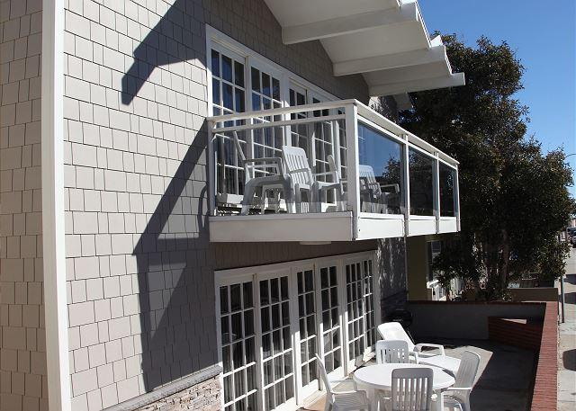 Spacious Two Bedroom Condo, 1 House From the Beach! (68134) - Image 1 - Newport Beach - rentals