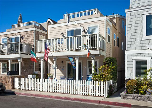 Tropical Condo! 6 Houses from Beach & 3 Patios! (68149) - Image 1 - Newport Beach - rentals