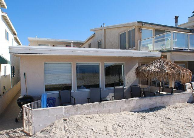 Lower unit, right on the sand - Quaint Beach Cottage! Oceanfront with Great Views! (68144) - Newport Beach - rentals