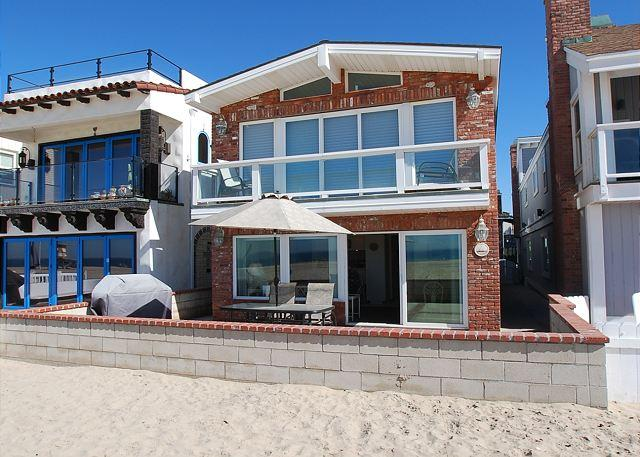 Terrific Location on the Sand - Vacation at this Beautiful Oceanfront Unit! Huge Patio! (68178) - Newport Beach - rentals