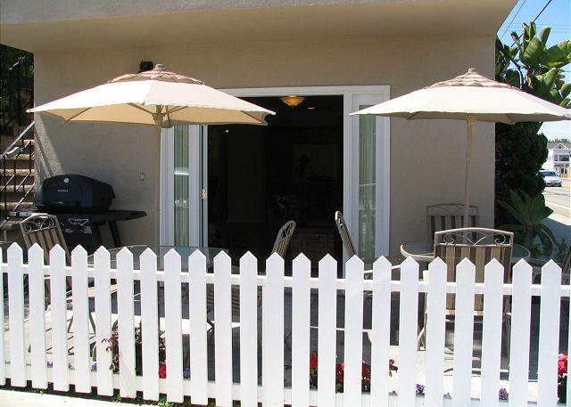Breezy Patio - Come and Enjoy the Beach in this 2 Bedroom Condo 1 Block From Sand! (68119) - Newport Beach - rentals