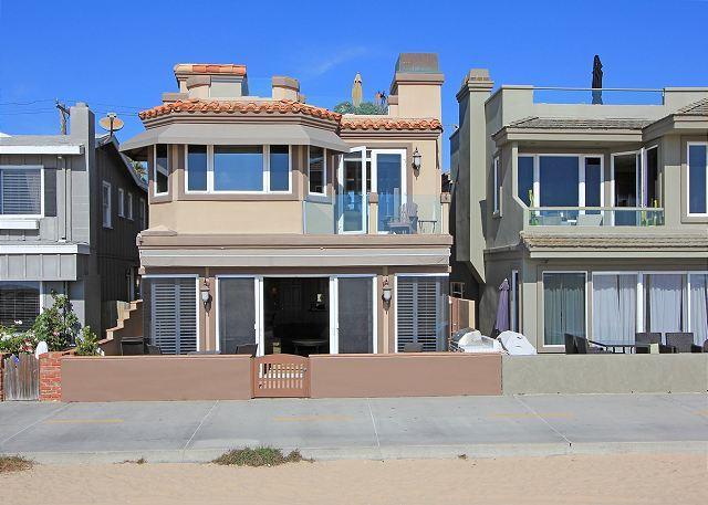 Just steps from the sand! - Luxury Oceanfront Single Family Home! Rooftop Deck! Incredible Views! (68168) - Newport Beach - rentals