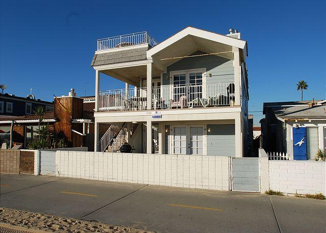 Oceanfront 2 Bedroom unit in Triplex with  Ocean View, Private Patio! (68166) - Image 1 - Newport Beach - rentals