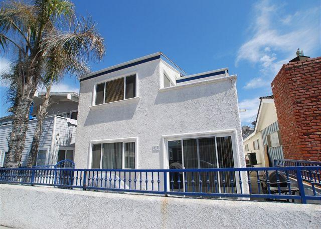 Beautiful Upper Unit - 5 Houses from Ocean! 4 Bedroom Upper Level Duplex! (68161) - Newport Beach - rentals