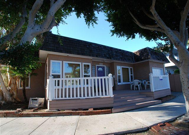 View of the property, at the corner of G Street and Balboa Blvd. - Spacious Quiet Peninsula Point Single Family Home! (68208) - Balboa - rentals