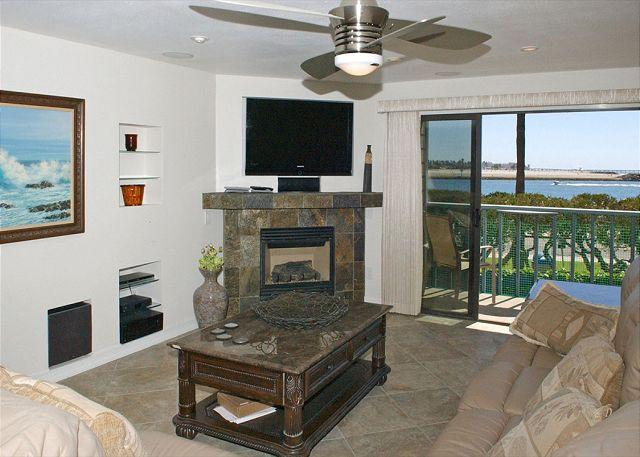 Livingroom - South Mission gem! Spacious 2nd floor condo with a large deck - Pacific Beach - rentals