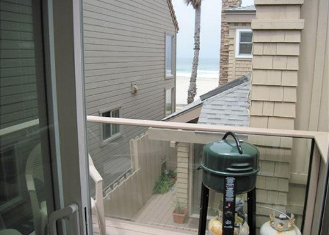 Newer patio with sliding glass door allows you to get a breeze right off the ocean, and a nice place to drink coffee. - South Mission Beach apartment with balcony, ocean views and, pet friendly - Pacific Beach - rentals