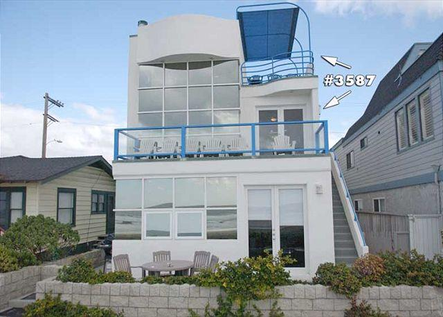 3587 Ocean Front Walk Exterior - Stunning oceanfront penthouse- glass living room, multiple decks, jacuzzi tub - Pacific Beach - rentals