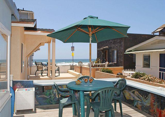 709 Whiting Exterior - Splendid oceanview getaway- kitchen, 1 parking space, near the beach - Pacific Beach - rentals