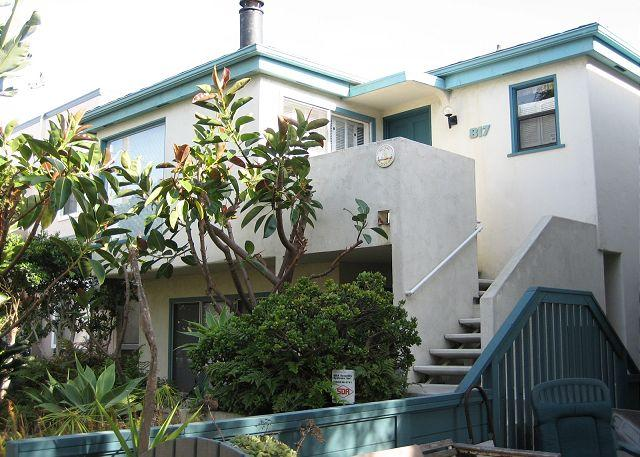 Nice courtside condo- cable, BBQ, private deck, garden, spiral stairs - Image 1 - Pacific Beach - rentals