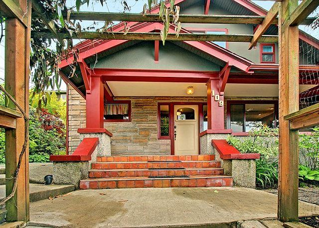 Hot tub and deck completes this urban family vacation home on Phinney Ridge! - Image 1 - Seattle - rentals