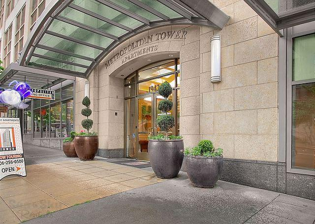Building Entry - Metropolitan Tower #2711- Sea to Sky Rentals! - Seattle - rentals