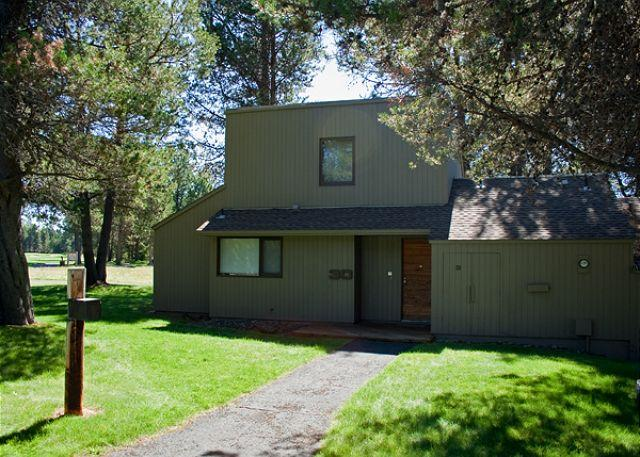 Meadow House Condo # 30 - Updated Sunriver Condo with A/C and Great Kitchen On the Golf Course - Sunriver - rentals