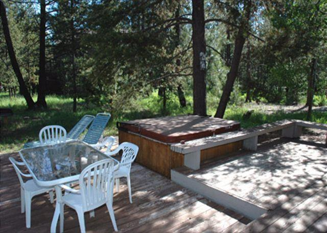 Hot Tub - Exclusive Sunriver Home with Large Deck with River Views Near River Access - Sunriver - rentals