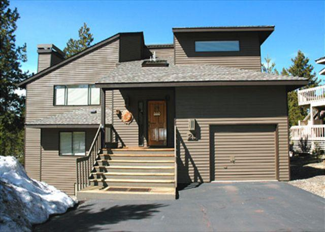 Front View Of White Elm 25 - Pac Crest Sunriver Home Pet-Friendly and Hot Tub that's Centrally Located - Sunriver - rentals