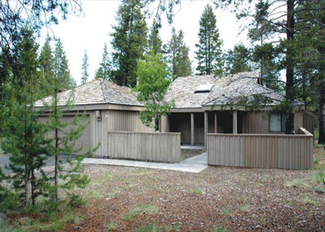 Front of House - Inviting Sunriver Home with Flat Screen TV and Wifi Near North Entrance - Sunriver - rentals