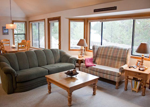 Great Room - Family Fun Sunriver Home with Bunk Beds and SHARC passes Near SHARC - Sunriver - rentals