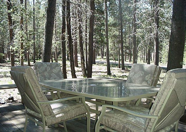 Back Deck Great Day in Sun River - Relaxing Sunriver Home with Hot Tub in a Peaceful Setting Near Fort Rock Park - Sunriver - rentals