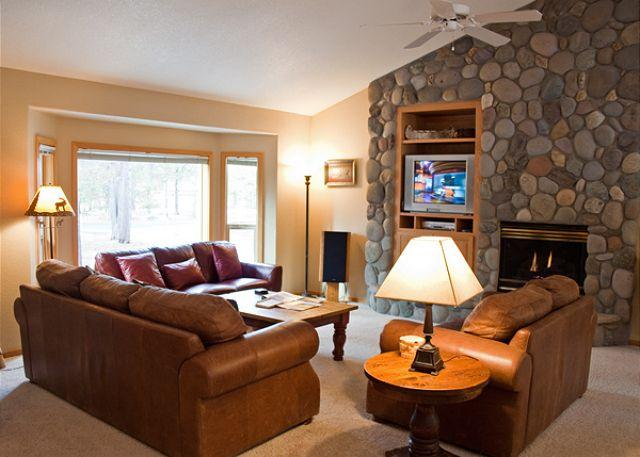 Kinglet Lane #37 - Spring Rates Sunriver Home with Wifi and Hot Tub Near Deschutes River - Sunriver - rentals
