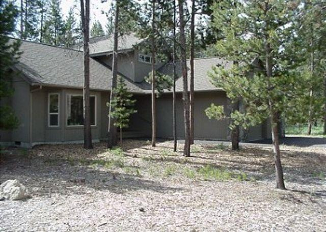 Kinglet Lane #37 - Ski Specials Sunriver Home with Wifi and Hot Tub Near Deschutes River - Sunriver - rentals