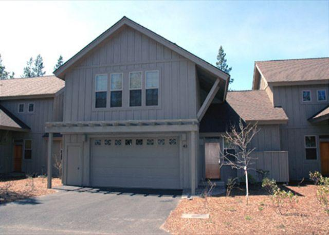 Popular Sunriver Condo with 2 Master Suites and Hot Tub Near the Village - Image 1 - Sunriver - rentals