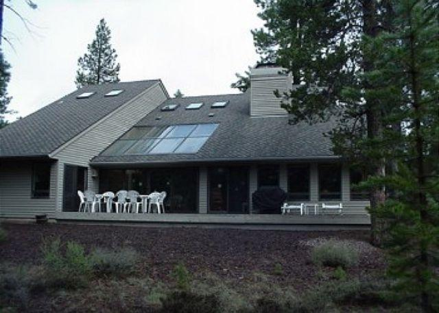 Poplar Lane #13 - Relaxing, pet friendly Sunriver home with AC Near North Entrance - Sunriver - rentals