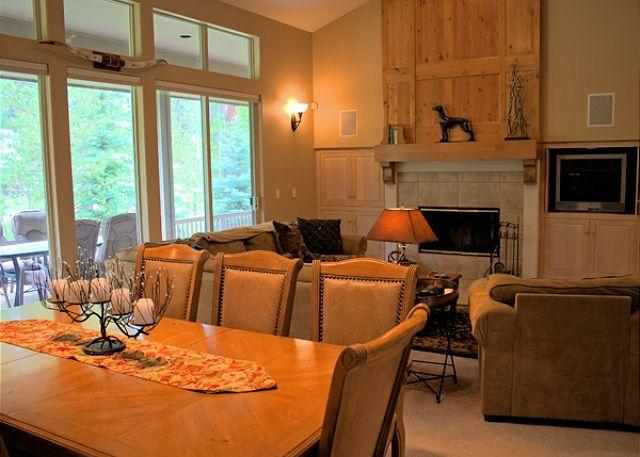 Forest Lane #10 - Sunriver Home with Hot Tub and 3 Master Suites and AC Near the Village - Sunriver - rentals