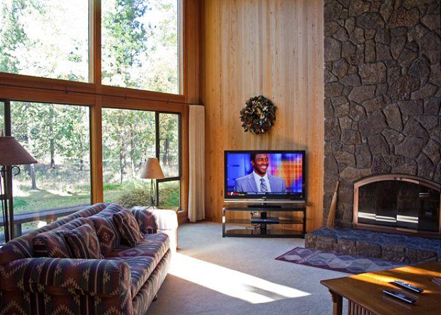 Another  View Of Living Room - Impressive Sunriver Home with Wood Fireplace and Great Kitchen Near Shopping - Sunriver - rentals