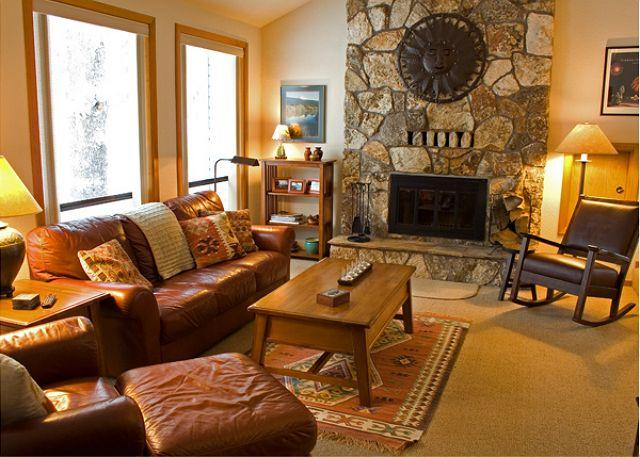 Main Living Room - Relaxing Sunriver Home with Hot Tub Near North Entrance - Sunriver - rentals