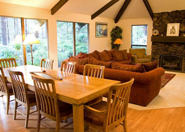 Great Room has a flat screen tv - Family-Reunion Sunriver Home Pet-Friendly and Hot Tub Near the Village - Sunriver - rentals