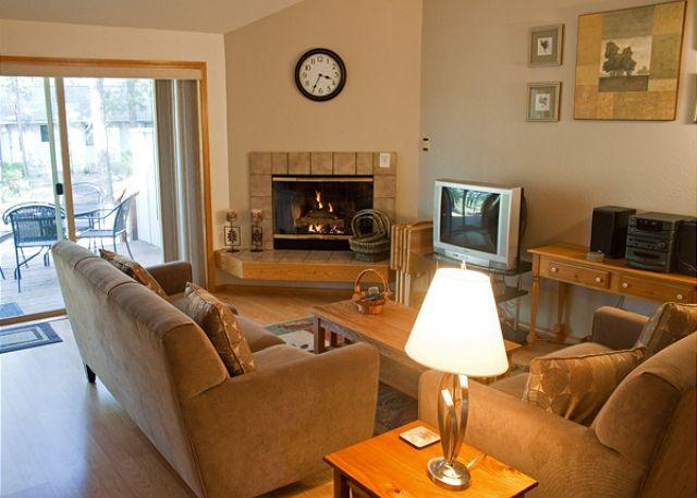 Living Room - Sunriver Home with air conditioning, Wifi, and Cable Near the Village - Sunriver - rentals