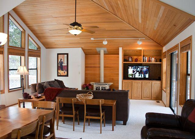 Inviting Sunriver Home with Hot Tub Near Bike Paths - Image 1 - Sunriver - rentals