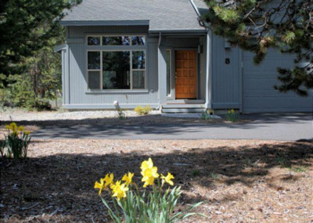 Front entry - Winter Break Sunriver Home with Flat Screen TV and Hot Tub Near North Store - Sunriver - rentals