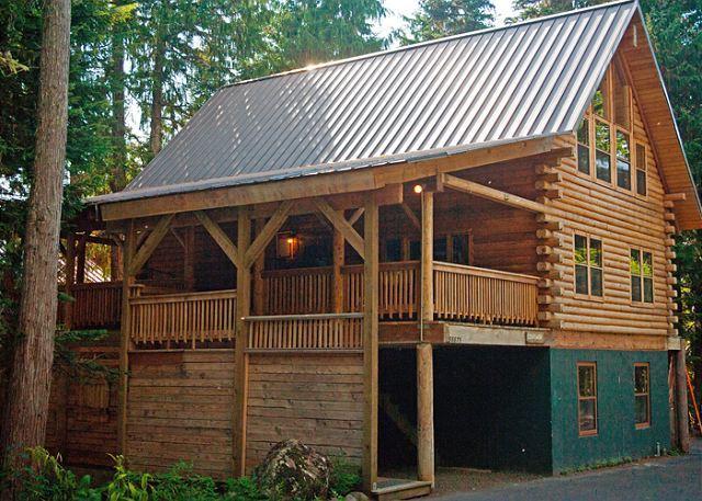 Cedarwood Lodge- Gov't Camp, Hot Tub, Dogs Welcome - Image 1 - Oregon - rentals