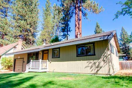 Cozy cabin, 15 min to Heavenly ski, beach, casinos - CYH0689 - Image 1 - South Lake Tahoe - rentals