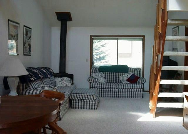living area - Cozy condo with sports club amenities. - McCall - rentals