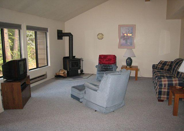 Living room - Family Style Condo with Sports Club Amenities. - McCall - rentals