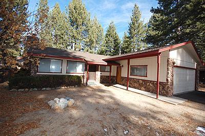 Exterior - 2945 Pinewood Drive - South Lake Tahoe - rentals