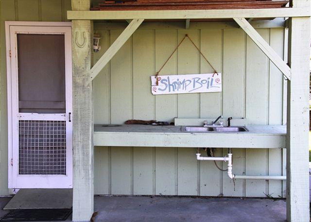 Fish Cleaning Sink - Obie's By the Sea - Screened Porch & Fantastic Location - Edisto Island - rentals