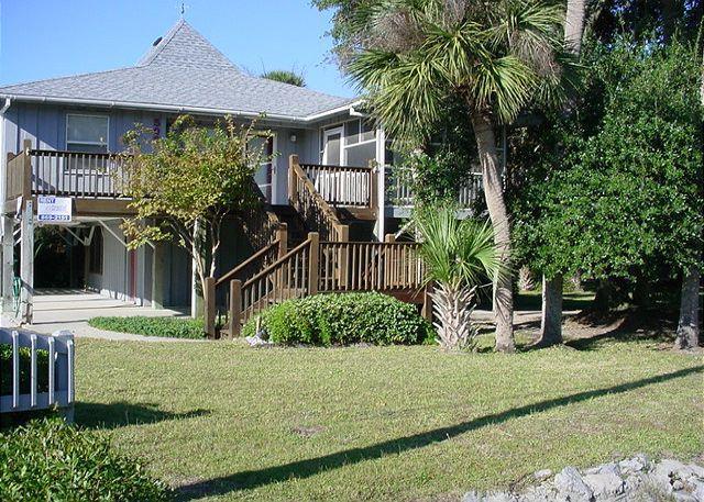 Exterior - Pompano Villa - Easy Beach Access, Screened Porch - Edisto Island - rentals