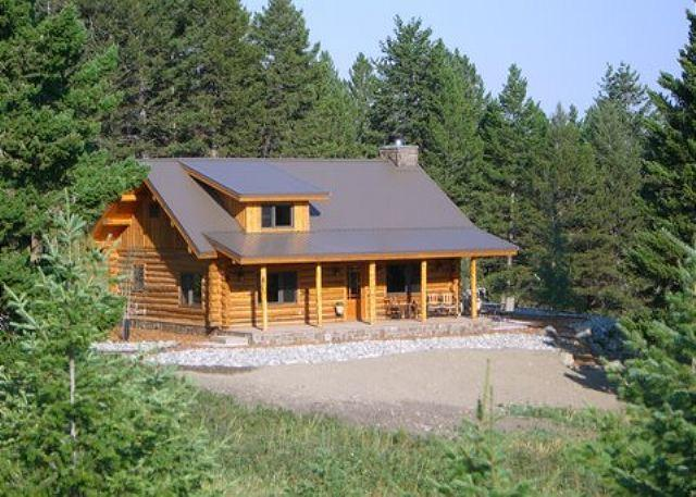 Quint essential Montana log cabin, in a grove of pine trees with great mountain views - Crazy Mountain Cabin - Wilsall - rentals