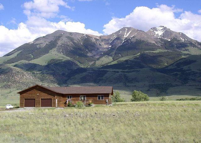 Incredible views of the Absaroka mountains from the home - Paradise Vista - Emigrant - rentals