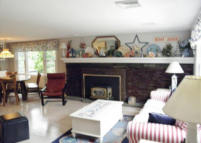 This Harwich Vacation home Offers Spacious Rooms and Views of Seymour Pond! - Image 1 - Harwich - rentals