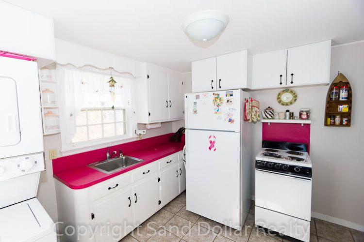 Updated kitchen with laundry - 20 Chadwell Ave - Sandwich - rentals